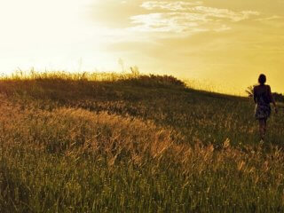 girl-in-grassland