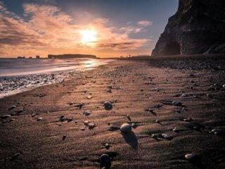 sun-sinking-at-beach